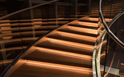 Poręcze schodowe jako element wystroju – czy to możliwe?
