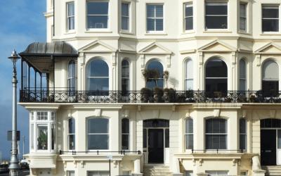 Dlaczego nie warto oszczędzać na balustradzie balkonowej?