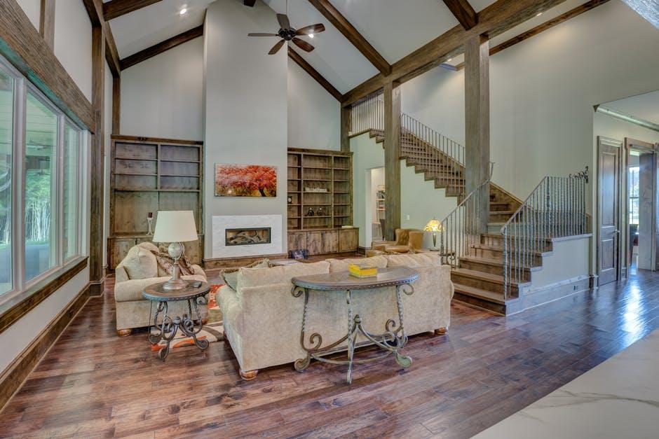 Konserwacja balustrad drewnianych wewnętrznych – jak to zrobić?